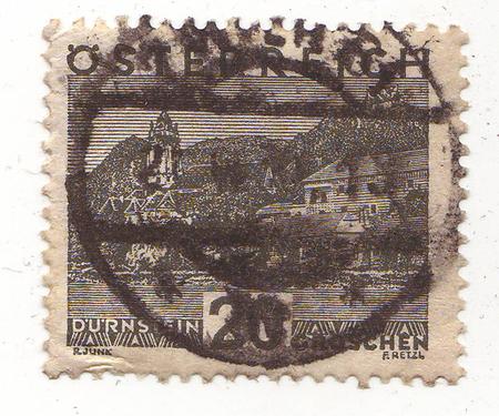 cartas antiguas: la imagen de un edificio con una torre en una marca de color gris, el precio es de 20 Foto de archivo