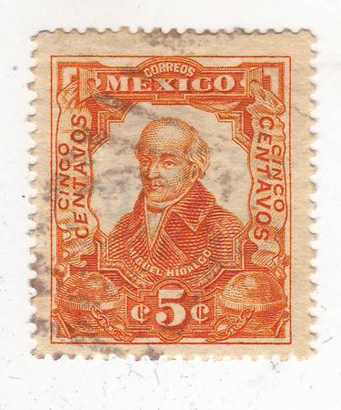 beeld van portret van een man in burgerkleding, rood merk, prijs 5