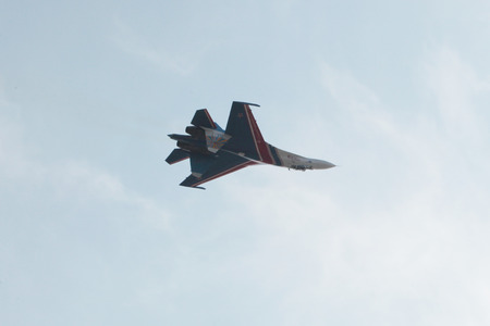 flight single plane during the air show in Rostov-on-don 新聞圖片