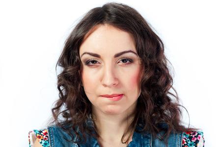 desprecio: Chica joven agradable con la emoción de desprecio en su cara Foto de archivo