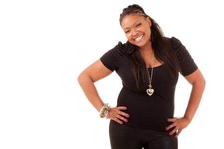donne obese: Ritratto di una giovane bella donna nera sorridente, isolato su sfondo bianco Archivio Fotografico