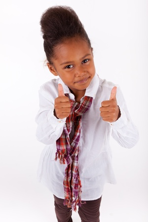 infante: Adorable ni�a africana asi�tica haciendo pulgar hacia arriba