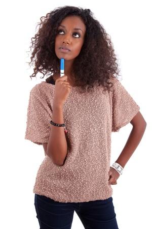 american african: Premuroso donna afro-americana alzando lo sguardo, isolato su sfondo bianco Archivio Fotografico