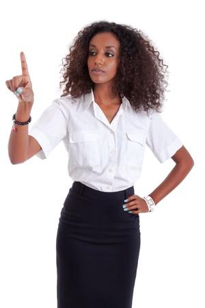 dotykový displej: Young african american business žena tlačí nebo polohovací transparentní obrazovku izolovaných na bílém pozadí
