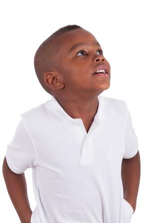 garcon africain: Portrait d'un mignon petit gar�on africain peu am�ricaine, isol� sur fond blanc Banque d'images