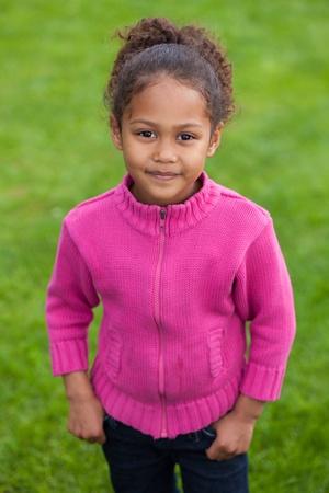 black girl: Outdoor Porträt eines netten kleinen afrikanischen Asiatin