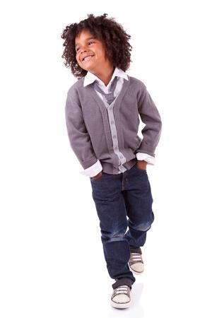 niño modelo: Estudio de retrato de un lindo niño africano, aisladas sobre fondo blanco