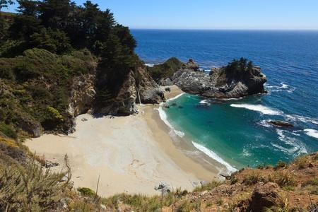 julia pfeiffer burns: Pacific coastline in California, USA  - Highway one