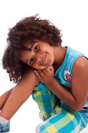 niños negros: Retrato de un lindo niño africano americano, aisladas sobre fondo blanco Foto de archivo