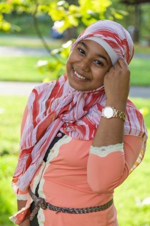 petite fille musulmane: Outdoor Portrait de jeune fille adolescente indienne Banque d'images