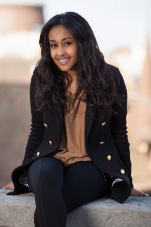 fille indienne: Ext�rieure d'un portrait heureux jeune adolescente afro-am�ricaine