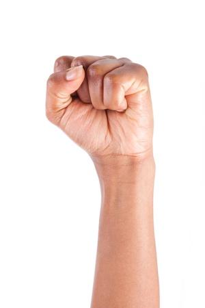puÑos: Mano mujer afroamericana con el puño cerrado, aislado en fondo blanco