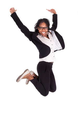 흰색 배경에 젊은 흑인 미국 비즈니스 여자 점프, 성공의 개념, 고립 된