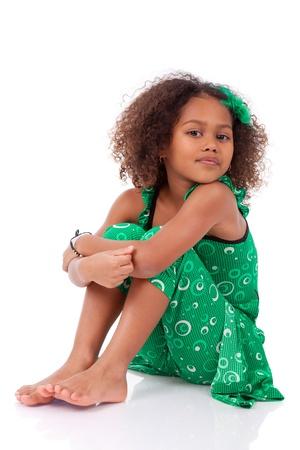 little models: Retrato de una joven linda chica asi�tica africana, aislados en fondo blanco