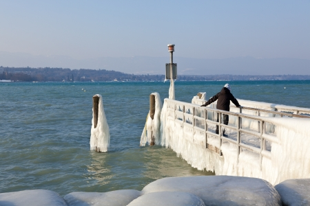 leman: Very cold temperature give ice and freeze at the lake Leman border in Geneve Stock Photo