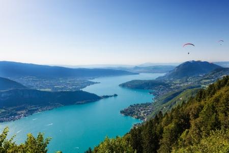 parapente: Vista del lago de Annecy del Col du Forclaz