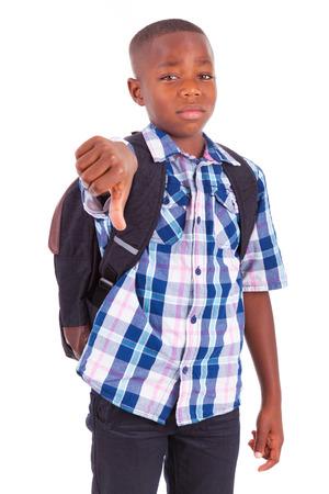 niños malos: Africano niño de la escuela americana de los pulgares hacia abajo, alejado - los negros