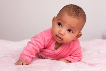 bebes lindos: Adorable african ni�a americana - los negros Foto de archivo