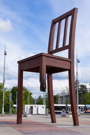 broken chair: Geneva broken chair in front of the united nation building - Peace symbol - Switzerland