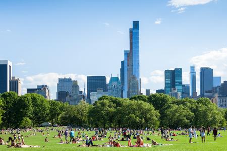 セントラルパーク - ニューヨーク - 米国で休んでいる人々 写真素材