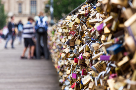 des: Locks of Pont Des Arts in Paris, France - Love Bridge