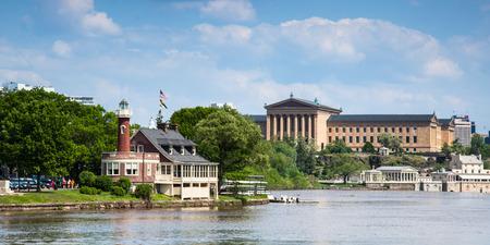 フィラデルフィア、ペンシルベニア州 - アメリカ合衆国のスカイライン ビュー 写真素材