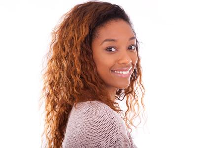 젊은 아프리카 계 미국인 행복 흰색 배경에 고립