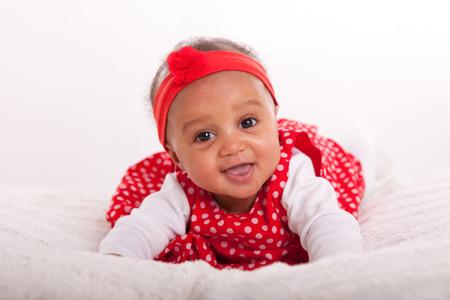 작은 아프리카 계 미국인 소녀의 초상화 미소 - 블랙 사람들