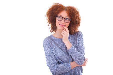 black girl: Junge African American Teenager-Mädchen freuen sich, isoliert auf weißem Hintergrund