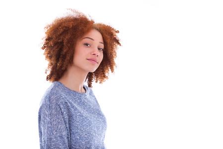 jeune fille: Jeune afro-am�ricain adolescente isol� sur fond blanc