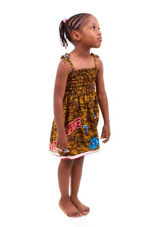 niños negros: Niña del afroamericano aislado sobre fondo blanco