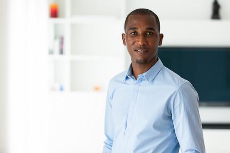 personnes noires: Portrait d'une jeune africaine homme d'affaires am�ricain - les Noirs