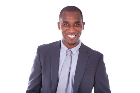 retrato: Hombre de negocios del afroamericano sobre el fondo blanco - los negros
