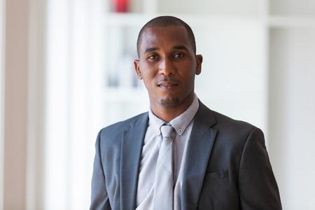 アフリカ系アメリカ人ビジネスの男 - 黒い人