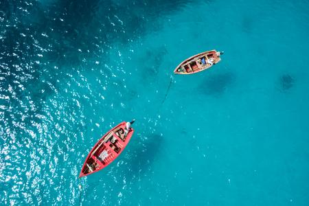 bateau: Bateau de pêche traditionnel à Santa Maria dans l'île de Sal au Cap-Vert - Cabo Verde Banque d'images