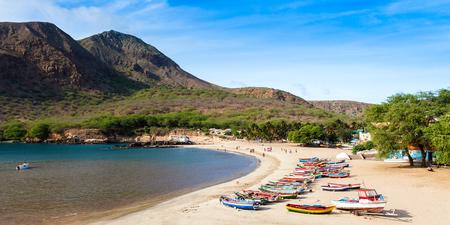 Playa de Tarrafal en la isla de Santiago de Cabo Verde - Cabo Verde Foto de archivo - 45340631