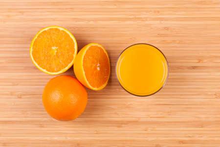 fruits juice: Fresh orange juice glass with sliced fruits - Flat lay