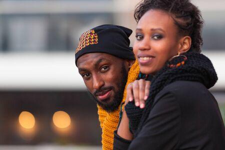 행복한 아프리카 계 미국인 청소년 야외 초상화 스톡 콘텐츠