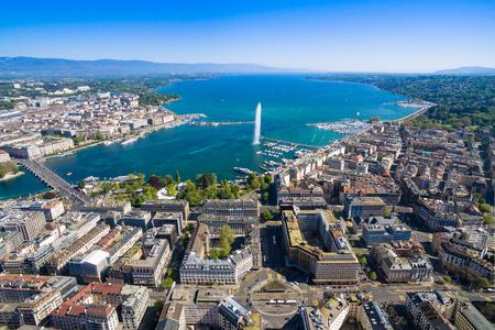 Vue aérienne du lac Léman - ville de Genève en Suisse Banque d'images - 58718511