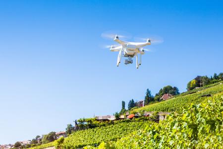 空中写真やビデオを取る Quadrocopter ドローン