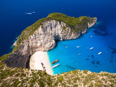 Navagio 해변의 공중보기 그리스에서 Zakynthos (Zante) 섬의 난파선보기 스톡 콘텐츠