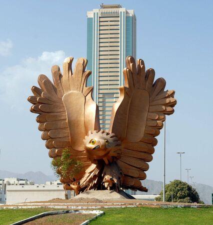 Verenigde Arabische Emiraten: Golden Falcon standbeeld in Fujairah - Verenigde Arabische Emiraten