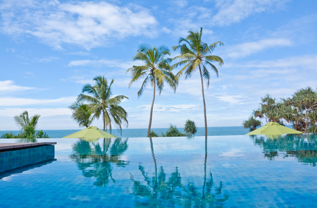 costal: Infinity Swimming Pool In A Tropical Hotel That Located In Costal Area Negambo, Sri Lanka