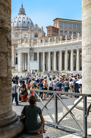 basillica: Saint Peter basillica - A tourist patiently waiting and watching a large crowd in front of Saint Peter s cathedral Editorial