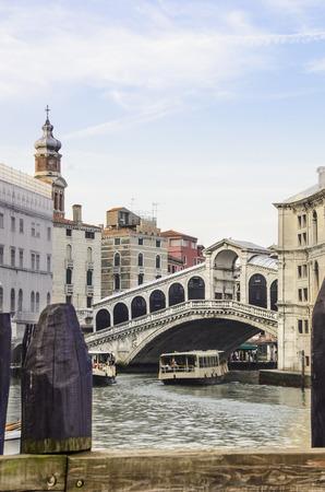 Pont du Rialto à Venise, en début de matinée avant que les touristes apparaissent.