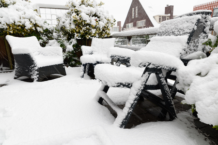 Backyard, garden plastic furniture under snow Banque d'images - 95334678