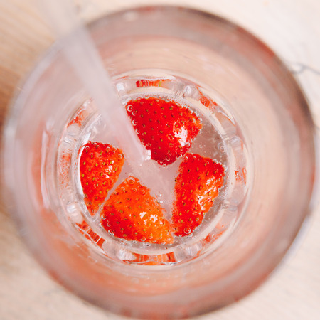 Strawberry drink with straws, closeup from above Banque d'images - 101953619
