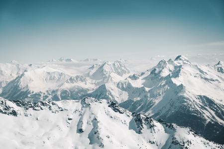 Top of French alps in the distance, range of mountains under snow Banque d'images - 101865840