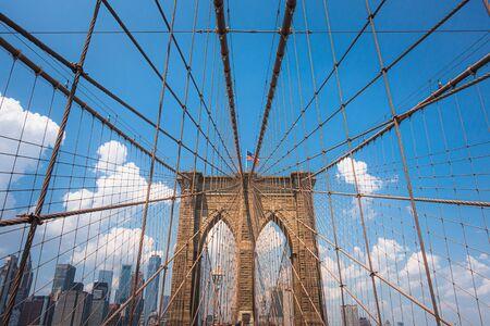 Brooklyn Bridge an einem sonnigen Tag, New York City, Manhattan