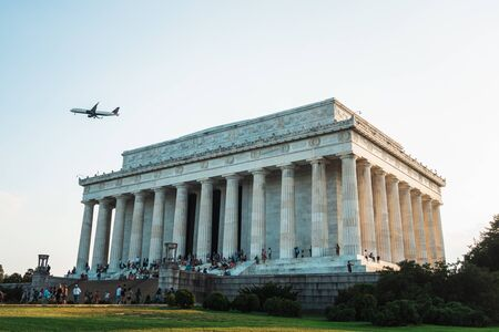 View looking up at the Lincoln Memorial and the big plane passing by, on the National Mall in Washington, DC Banco de Imagens